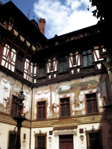 Peles Castle, Courtyard